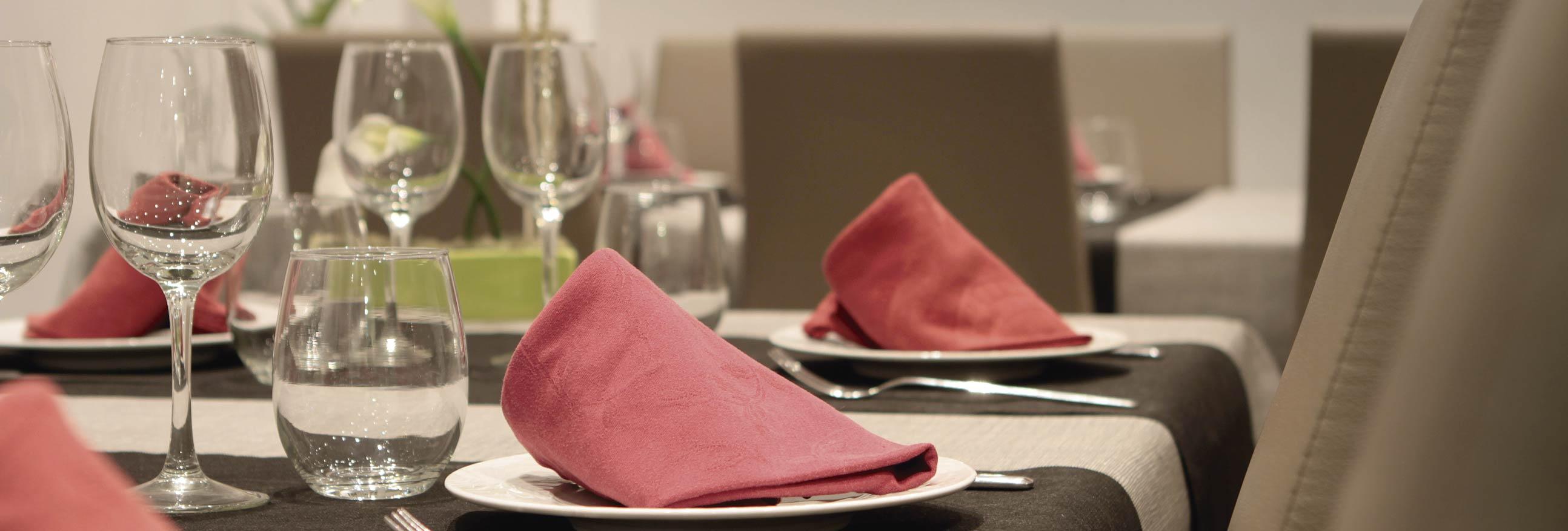 hostal la creu mora ebre tarragona restaurant 2-01-01-01-01-01