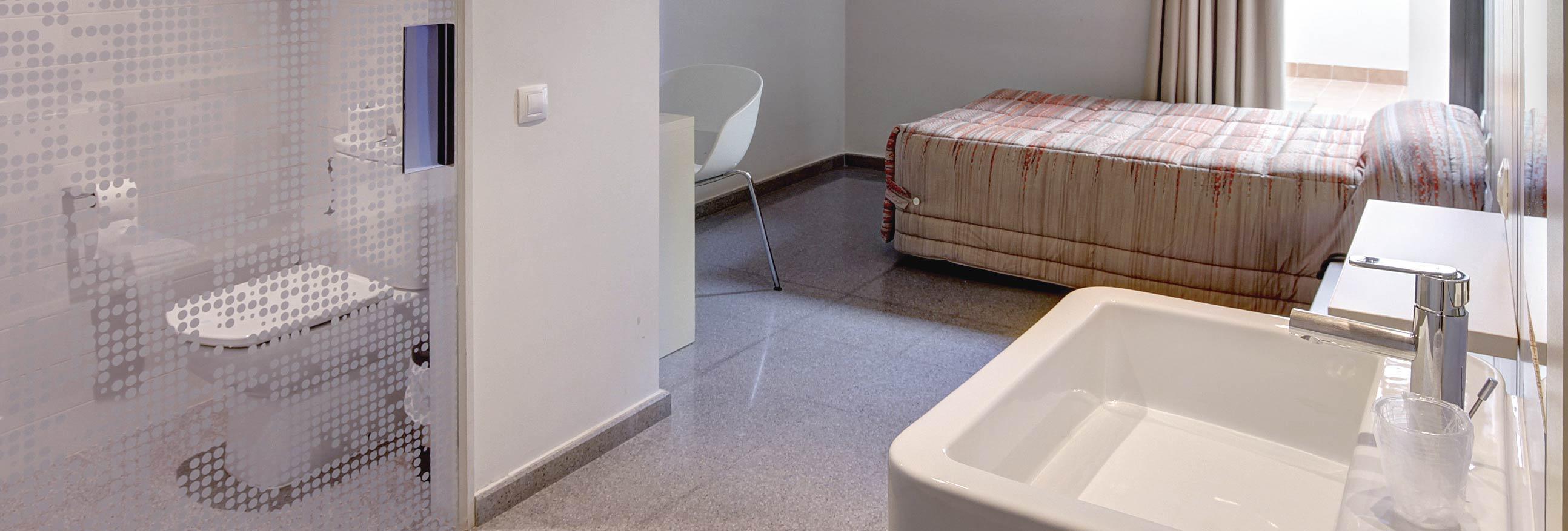hostal la creu mora ebre tarragona habitacions 2-01-01